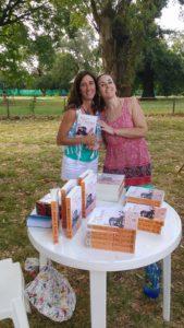 María Cecilia Buscalia compró el libro de los Zapp, Atrapa tu sueño, dedicado por Candelaria.